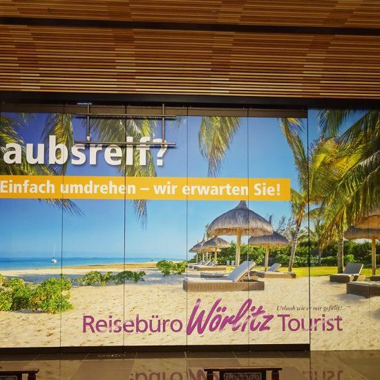 Reisebuero Woerlitz Tourist_Schaufensterbeklebung_LP12_frontal