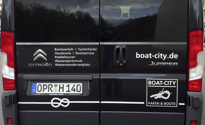 Autobeschriftung mit Logo auf Transporter für Boat City Rheinsberg
