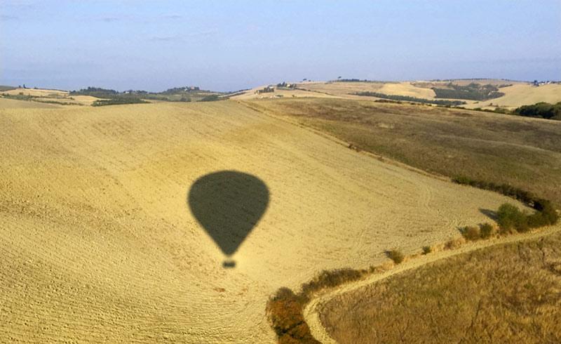 Ballonfahrt in der Toskana Blick über die Felder